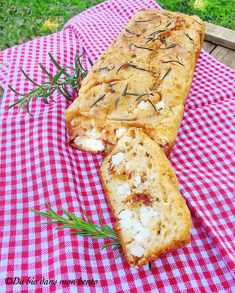 Cake au romarin tomates séchées et feta