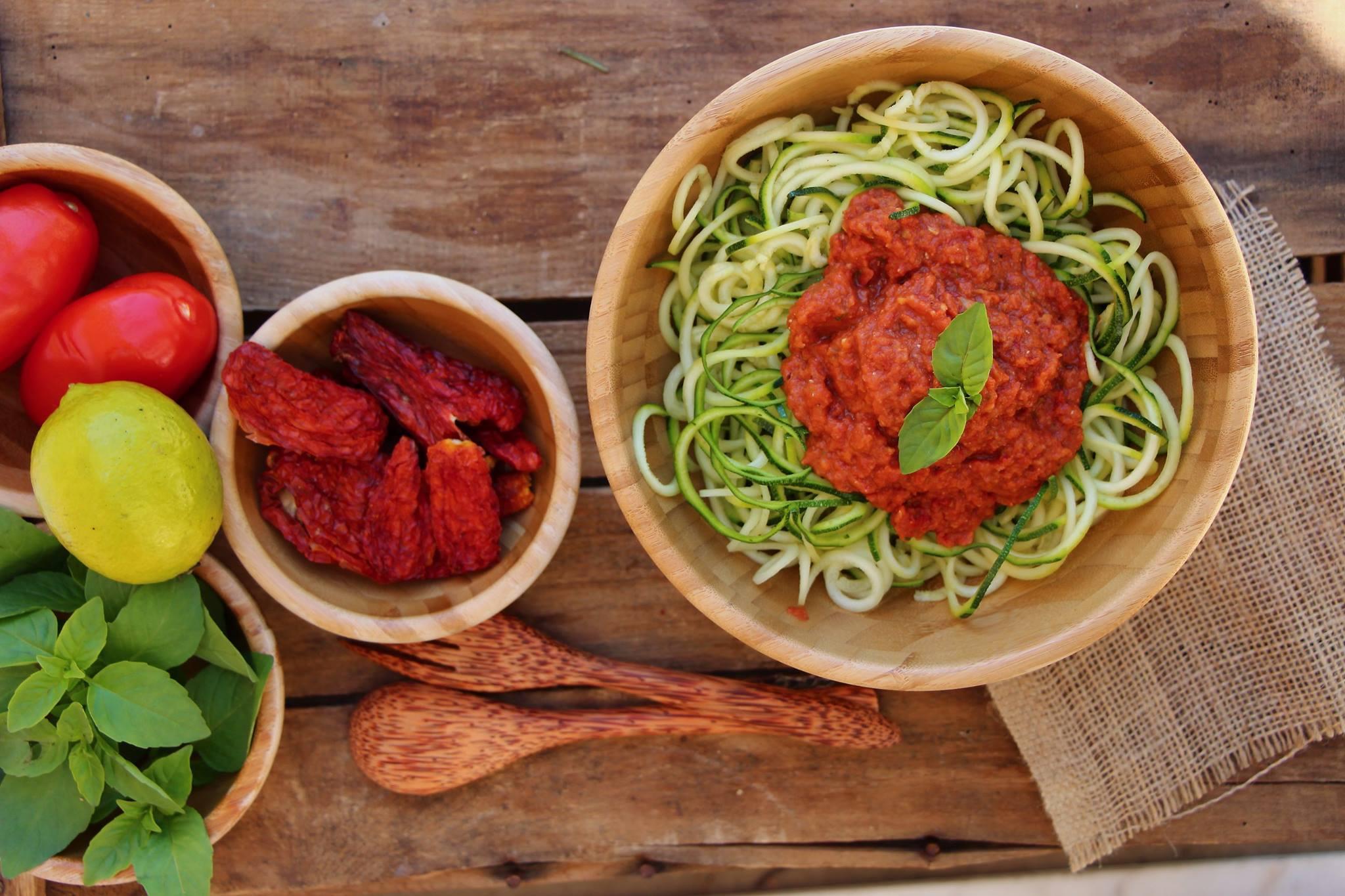 Salade de courgettes fa on pasta marinara du bio dans mon bento - Cuisiner courgette spaghetti ...