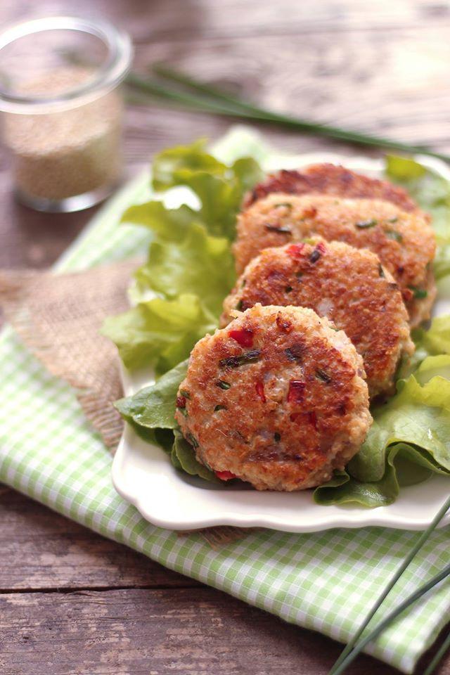 croquettes de quinoa au poivron rouge et à la feta