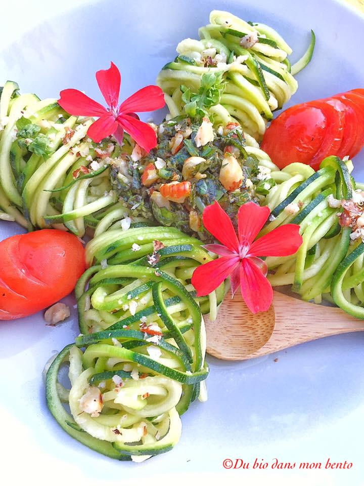 Salade de courgettes au pesto