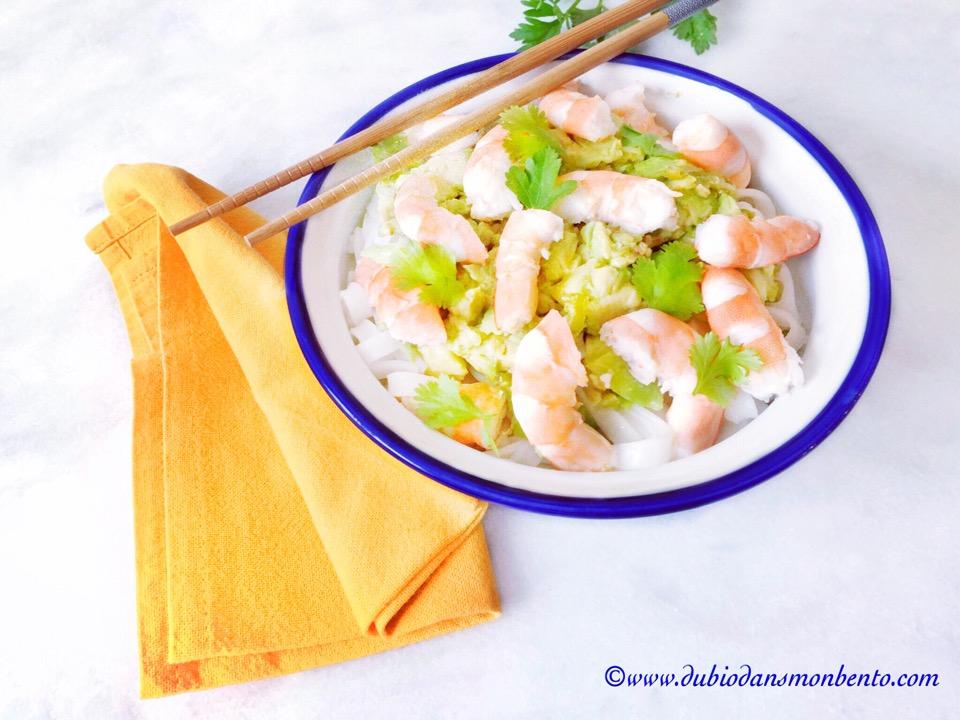 Nouilles de riz aux crevettes sauce tiède à l'avocat