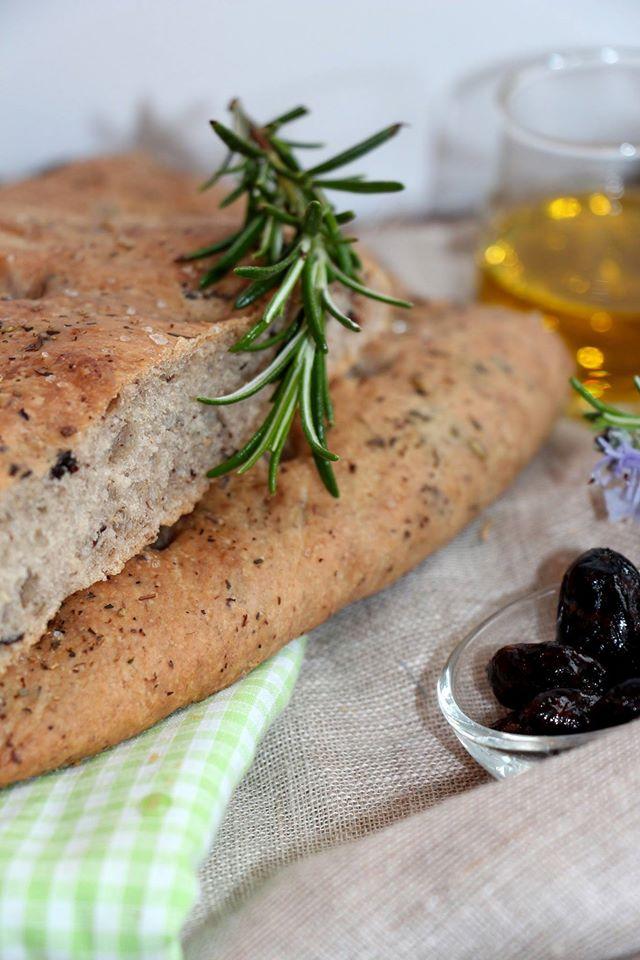 focaccia aux olives et aux herbes de provence